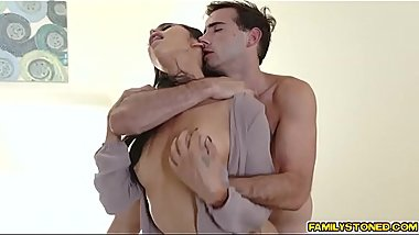 Jake Adams feasting on Gia Vendettis milf pussy!