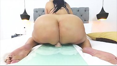 huge ass latina super slowmo big booty twerk at 180fps