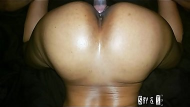 CREAMY WET PUSSY THROWING IT BACK ON DADDY DICK
