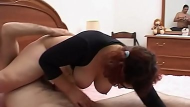 Mature horny gets her partner'_s cock hard