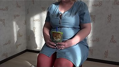 Mature milf in front of a webcam in the role of teacher demonstrates appetizing forms and masturbates a hairy pussy.