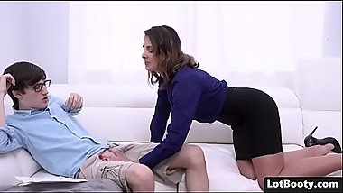 Beautiful fat ass cougar MILF Helena Price ges fucked