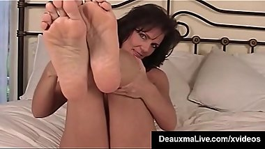 Mature Milf Deauxma Shows Off Toes Feet &amp_ Soles In Bed Nude!